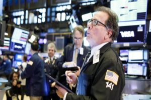 Wall Street conclui semana em alta com recordes do Dow Jones e S&P500
